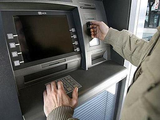 Reclaman problemas en cajeros de banco provincia for Los cajeros automaticos